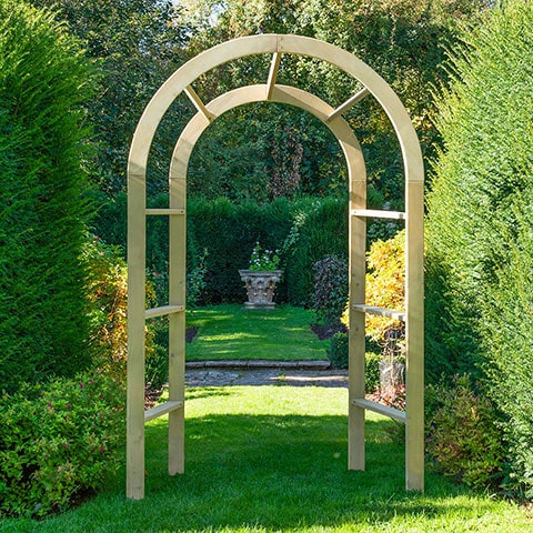 Garden Arches as Focal Points in Your Garden Design